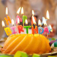 Partykerzen auf Picker Happy Birthday, bunt