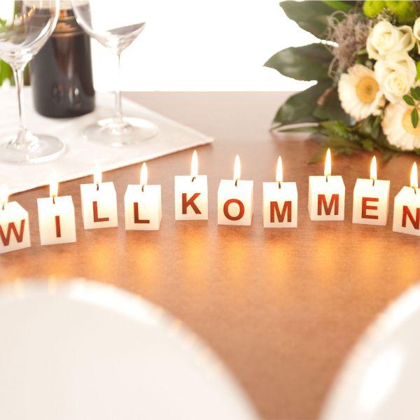 Würfel-Kerzen Willkommen, creme-braun
