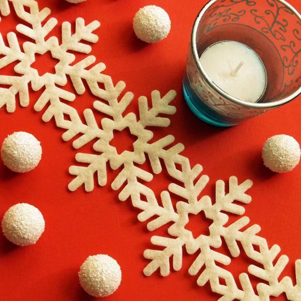 Weihnachtliches Tischband Filz Schneeflocke, creme
